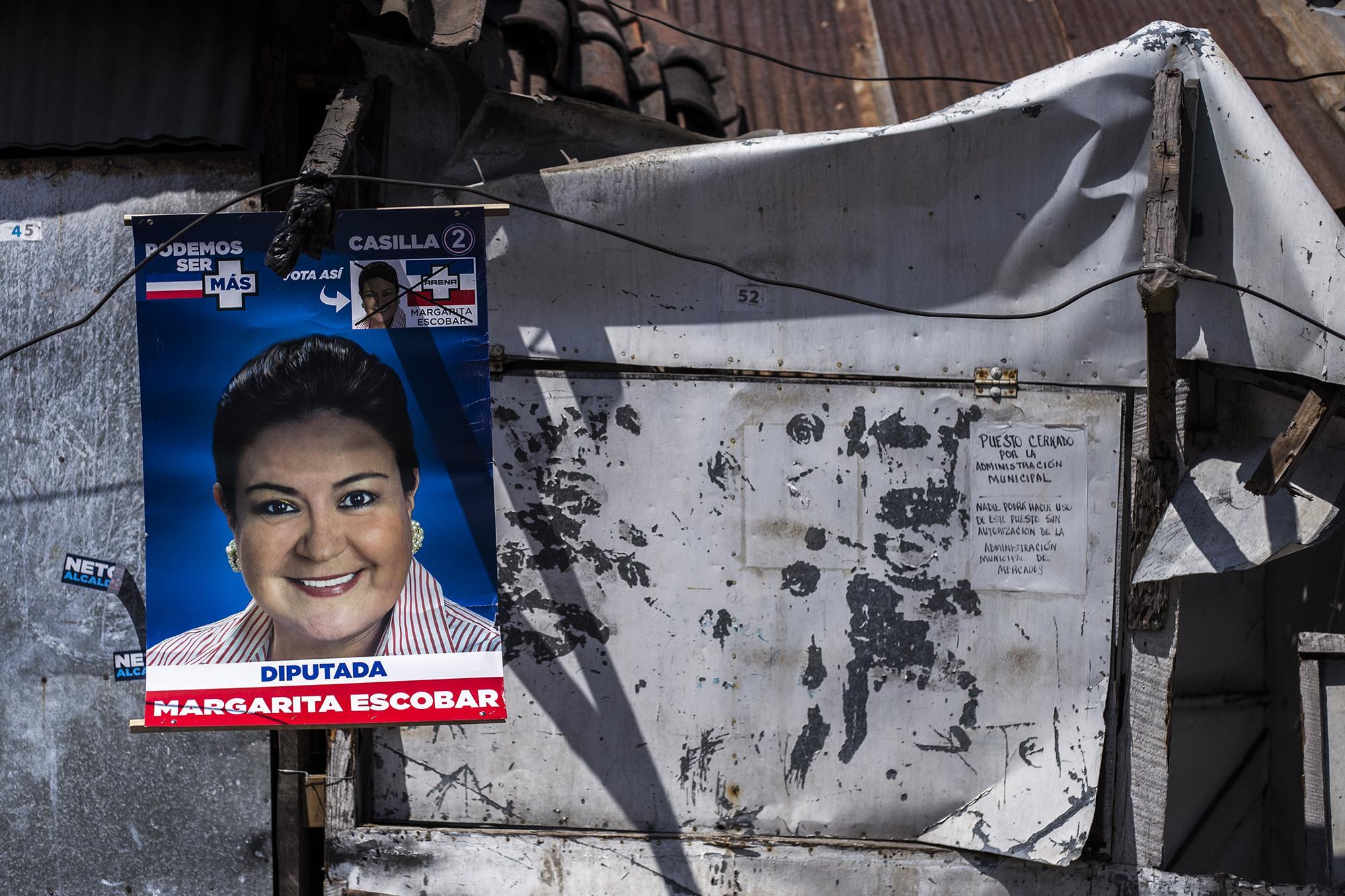 Margarita Escobar aparece en un afiche electoral de las pasadas elecciones de diputados y alcaldes. Fue viceministra de relaciones exteriores durante el gobierno de Saca. En diciembre de 2007, la Presidencia emitió un recibo a su nombre por $7,000. Actualmente es una de las voceras de Arena y de la campaña de Calleja y Lazo. Foto: Archivo El Faro.