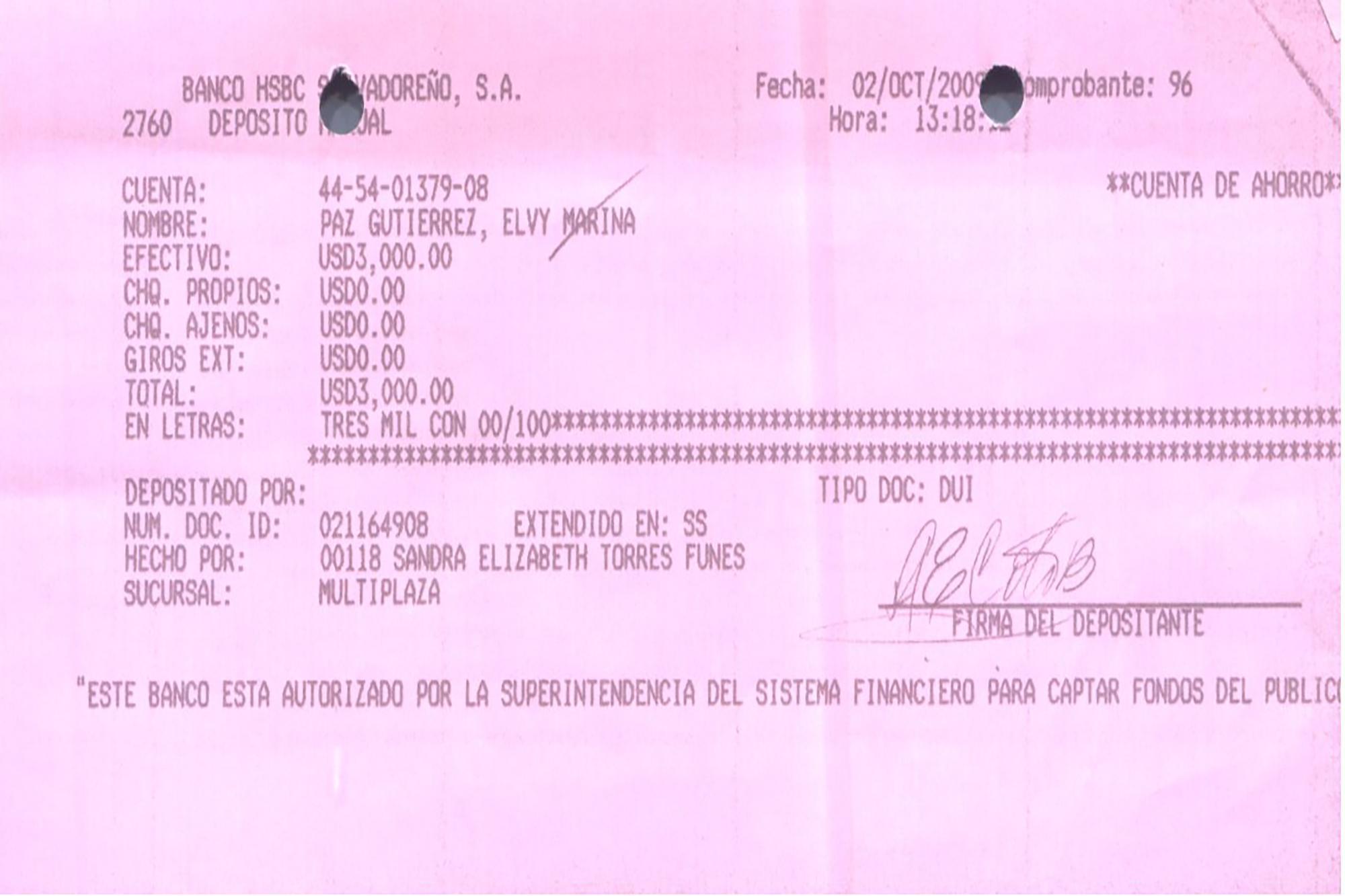 Esta nota de abono original contiene el número de DUI y la firma de Ana Elizabeth Coto, una empleada de la Secretaría Privada de la Presidencia de Mauricio Funes que ahora guarda prisión preventiva. Coto depositó $3,000 a la cuenta de Elvy Paz, la madre de una de las hijas del expresidente. Paz es prófuga. El Faro tuvo acceso a 52 notas de abonos realizados por empleados de Casa Presidencial a favor de la cuenta de Paz. Funes y Paz se conocieron en Canal 12, cuando el expresidente trabajó ahí como periodista. El 7 de abril de 2007 tuvieron una hija, cuando Funes estaba casado con Pignato. Funes ocultó este amorío y esta hija durante su campaña presidencial y su mandato.