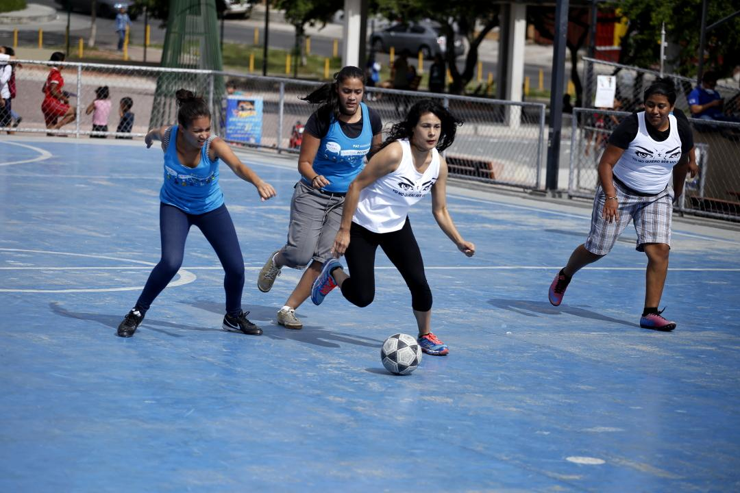 A soccer match between women to promote women's rights and the decriminalization of the Emergency Contraceptive Pill, ECP. Photo: Martín Cálix