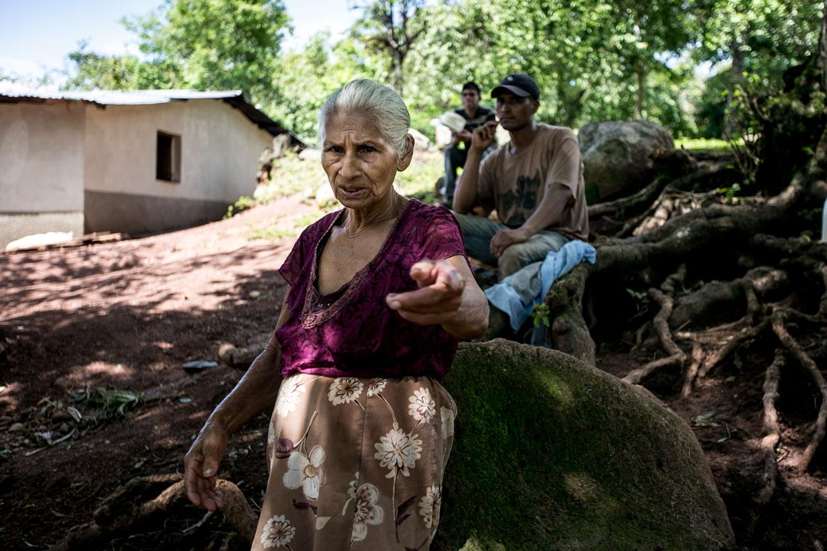 Lucila Mejía, 75 years old, lives 500 meters from the Gualcarque River. Like other residents of San Francisco de Ojuera, she thinks the Agua Zarca hydroelectric project fosters development.