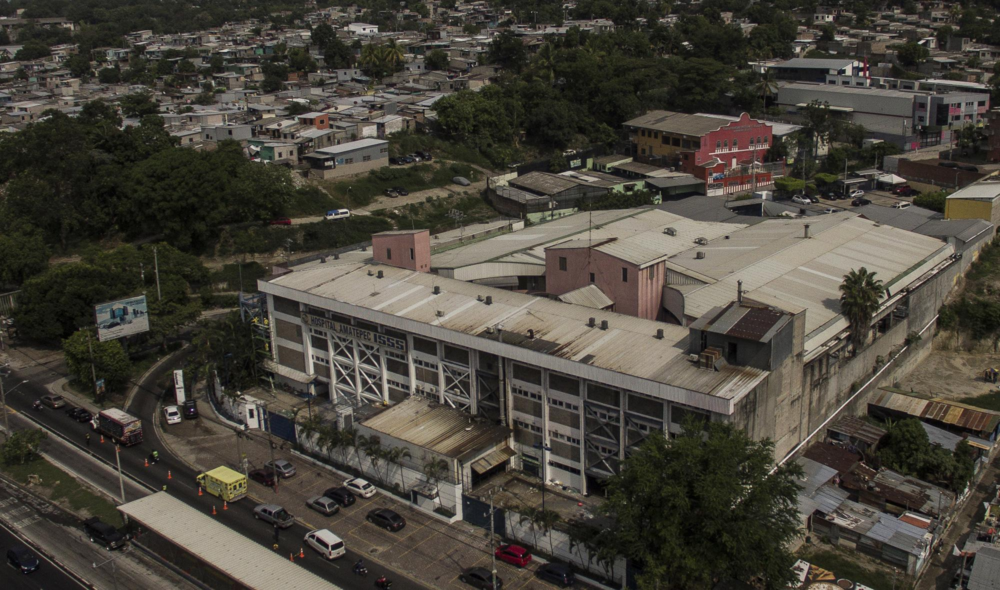 The Amatepec Hospital, on Army Boulevard in Soyapango. The center of the Salvadoran Social Security Institute has received covid-19 patients since the beginning of the emergency.  Photo from El Faro: Víctor Peña.