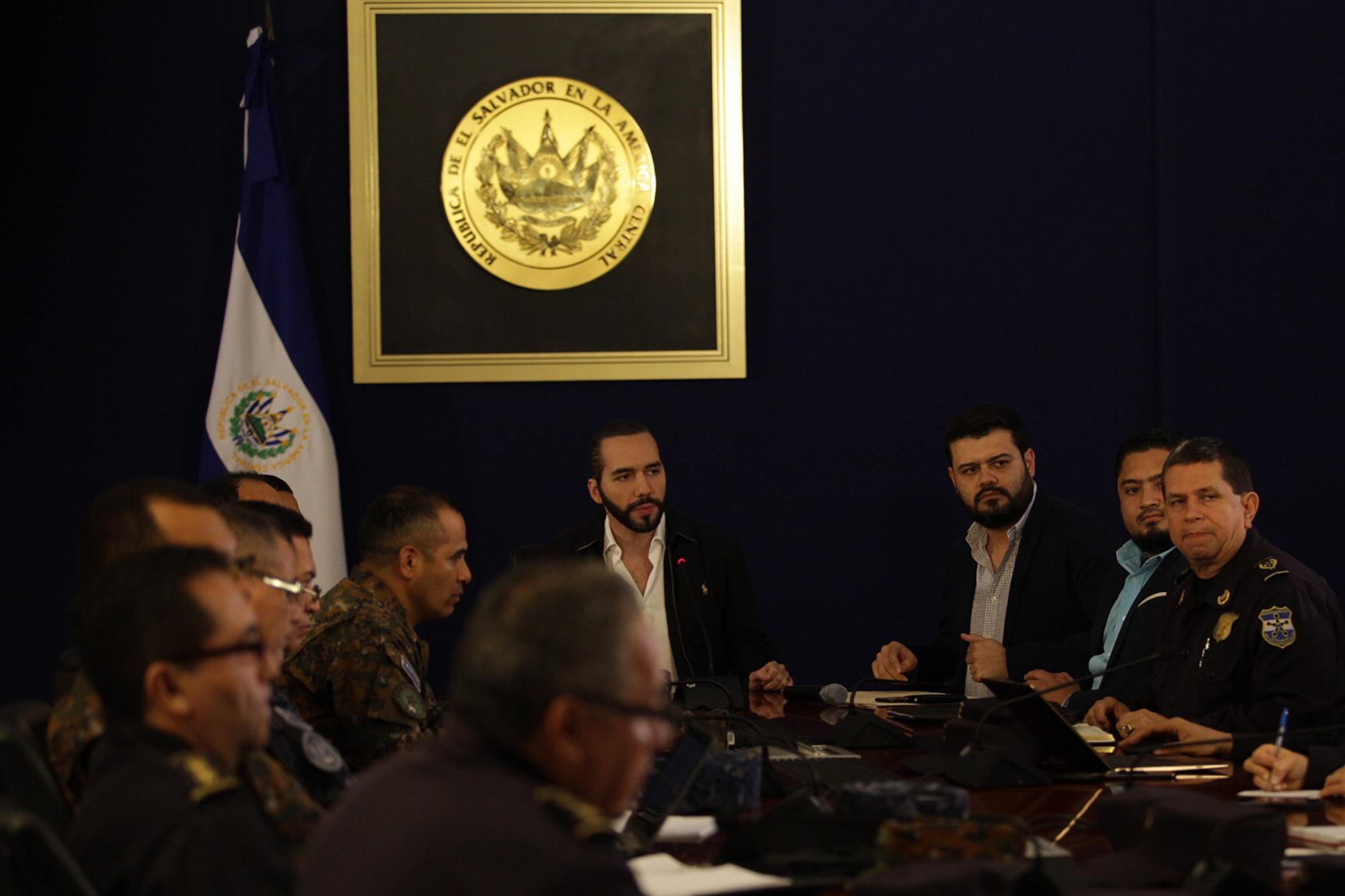 Rogelio Rivas, Minister of Justice and Security, next to Nayib Bukele, during a Security Cabinet press conference on July 15, 2019. Photo by El Faro: Victor Peña.