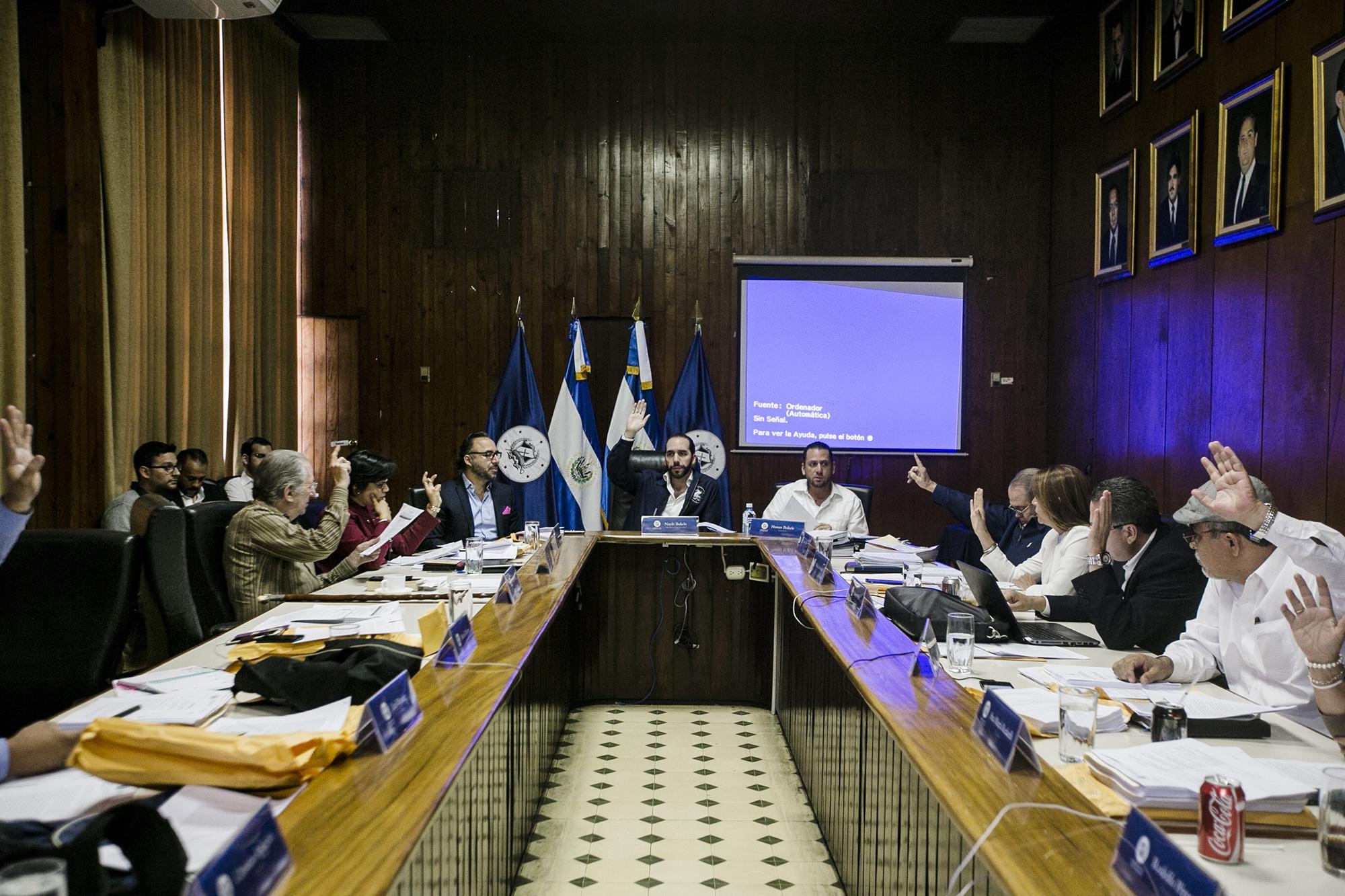 Reunión del Concejo Municipal de San Salvador, presidida por Nayib Bukele, alcalde capitalino, el 16 de noviembre de 2016. Foto de El Faro, por Fred Ramos.