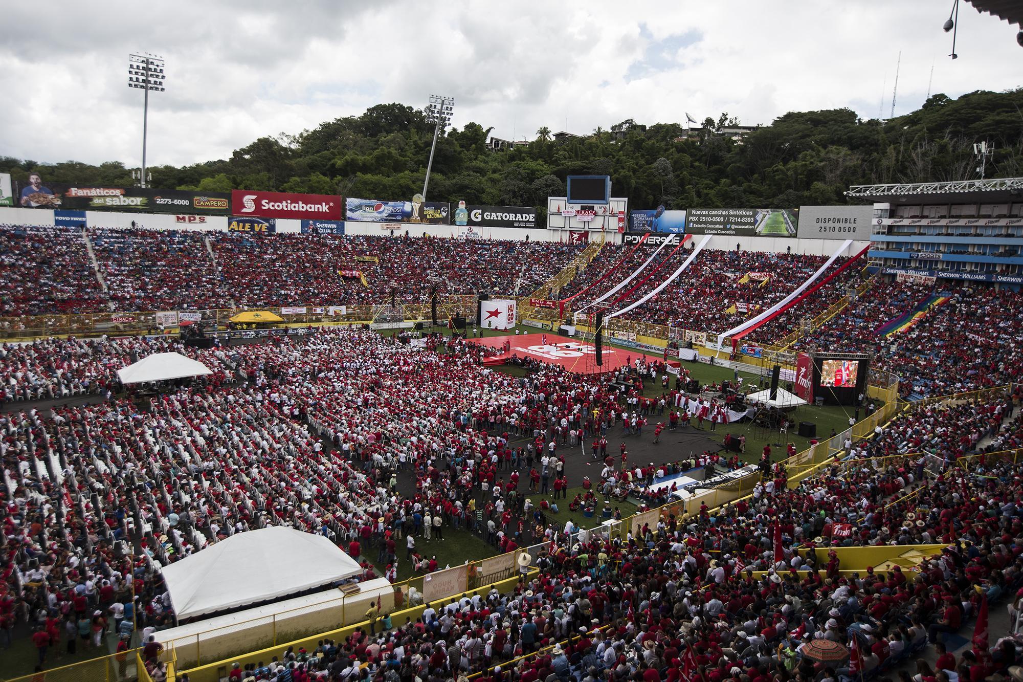 Imagen panorámica del Estadio Cuscatlán durante la XXXVI Conveción del FMLN, celebrada el 9 de septiembre de 2018. Foto Fred Ramos (El Faro).