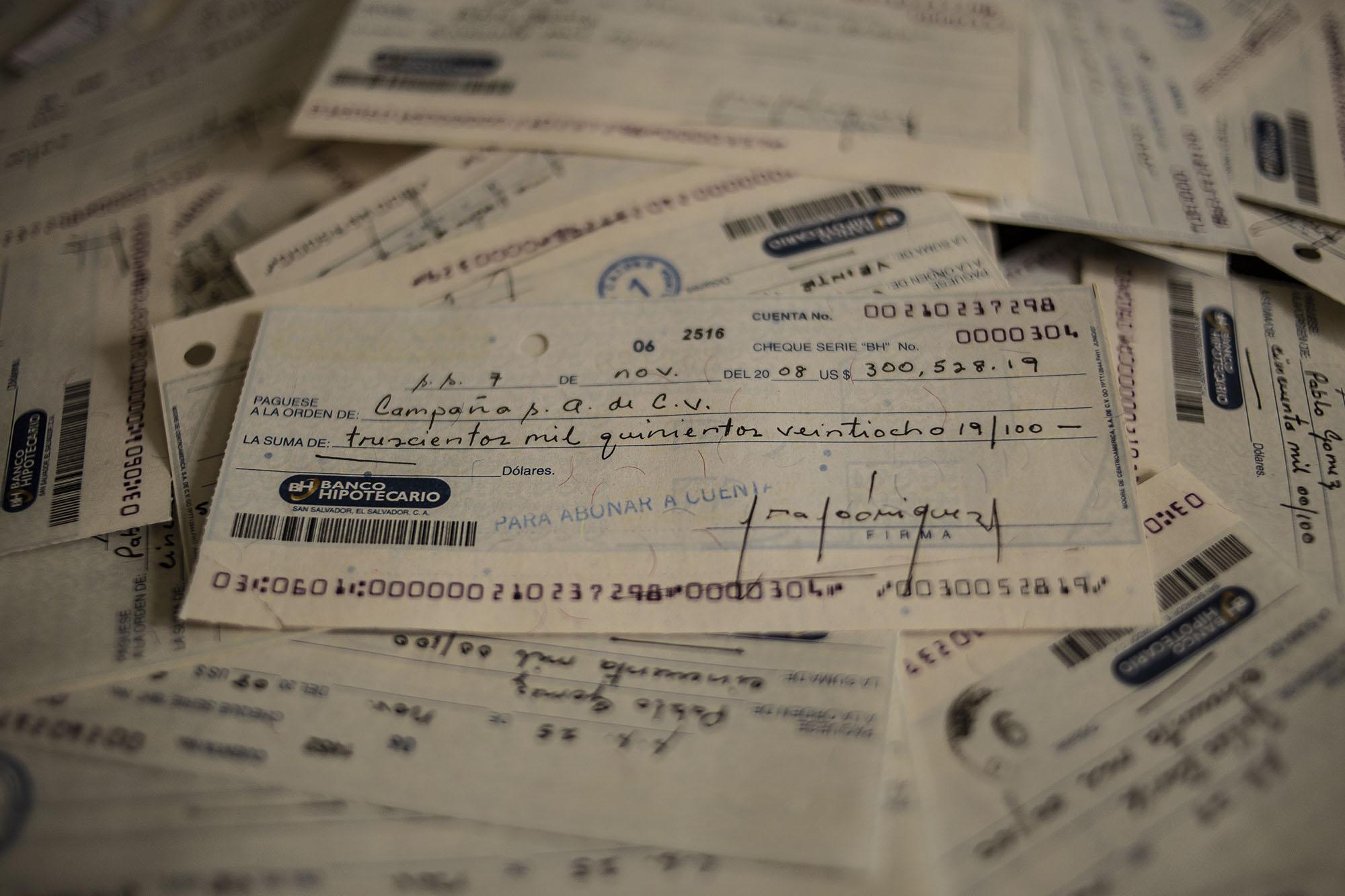 El Faro analizó 2,714 cheques originales del Banco Hipotecario. Foto: Carlos Barrera