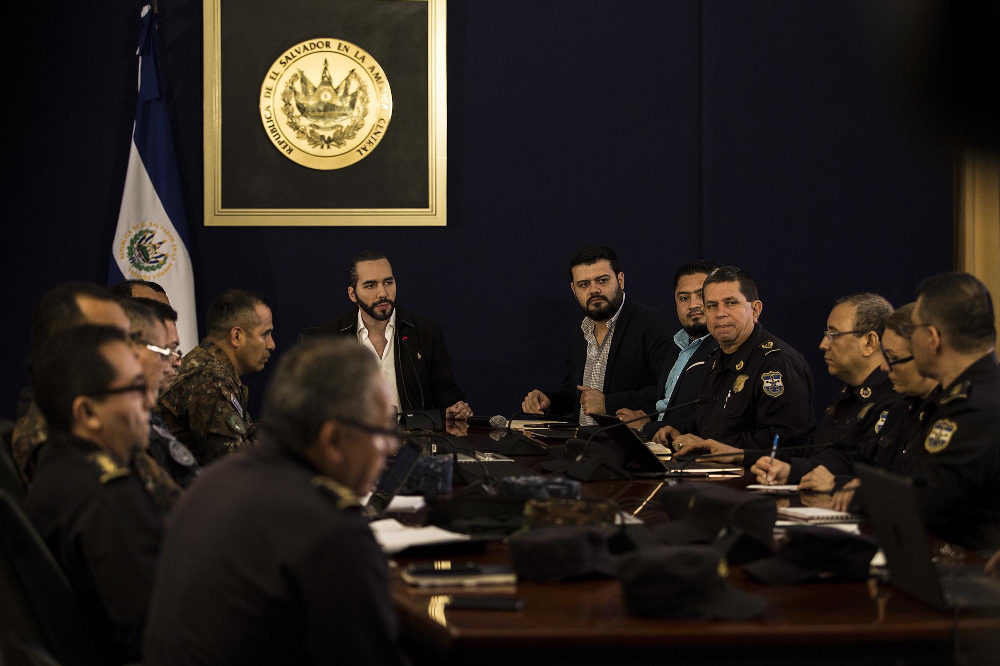 El presidente Bukele en una reunión con el gabinete de seguridad. Foto: Víctor Peña.