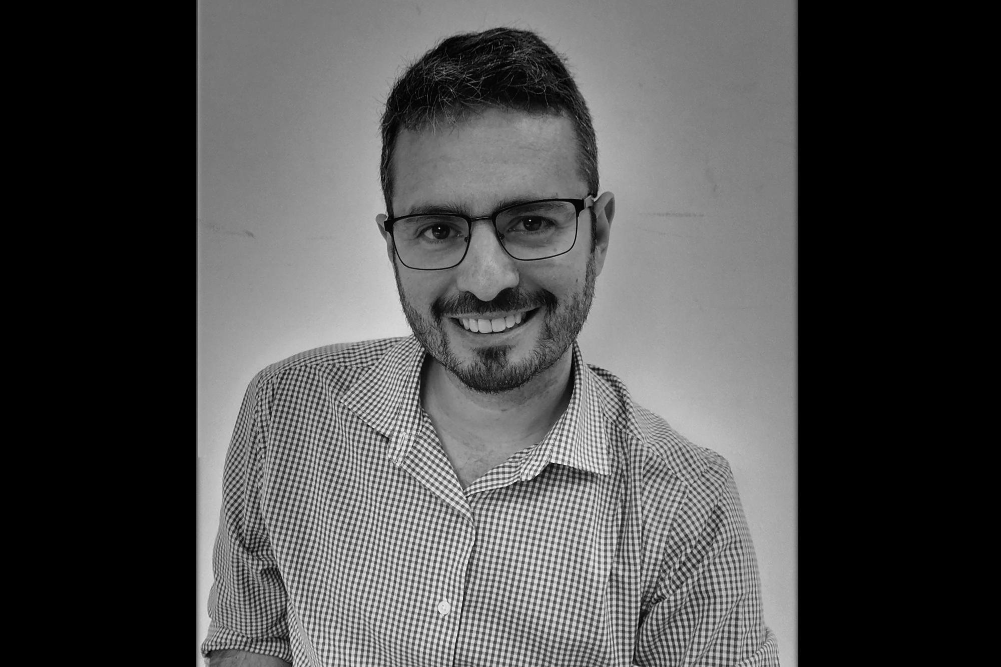 Rafael Tobar (@Arquitobar) es arquitecto, catedrático y director de la Escuela deArquitectura de la Universidad Dr. José Matías Delgado. Además, es arquitecto director del despachoEstudio Vida.