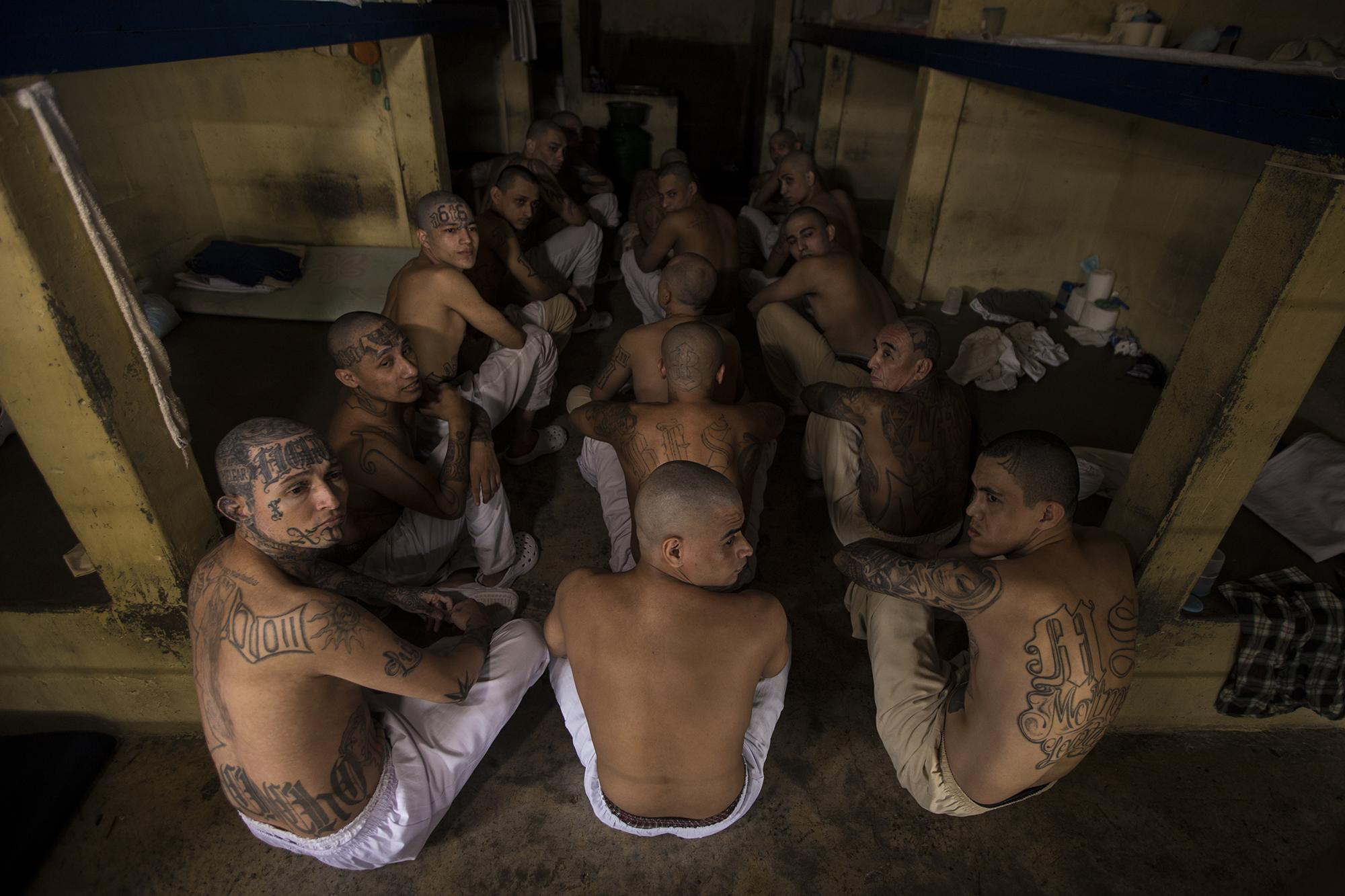 Gang members from Mara Salvatruch 13 and both factions of Barrio 18 were placed together in the same cells. Photo from El Faro: Víctor Peña.