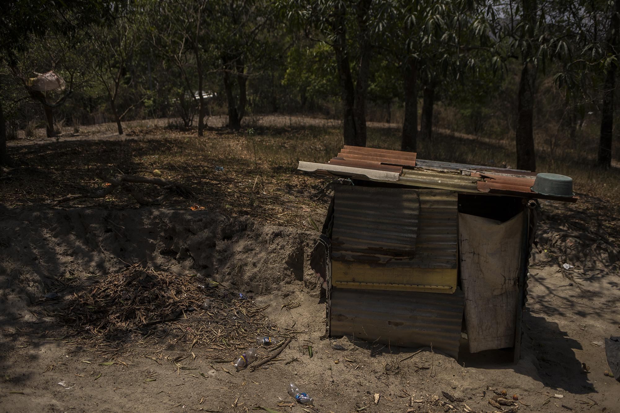 Daysi Quintanilla's home. Daysi, her five children and her granddaughter live in this small lot. Photo by Victor Peña.