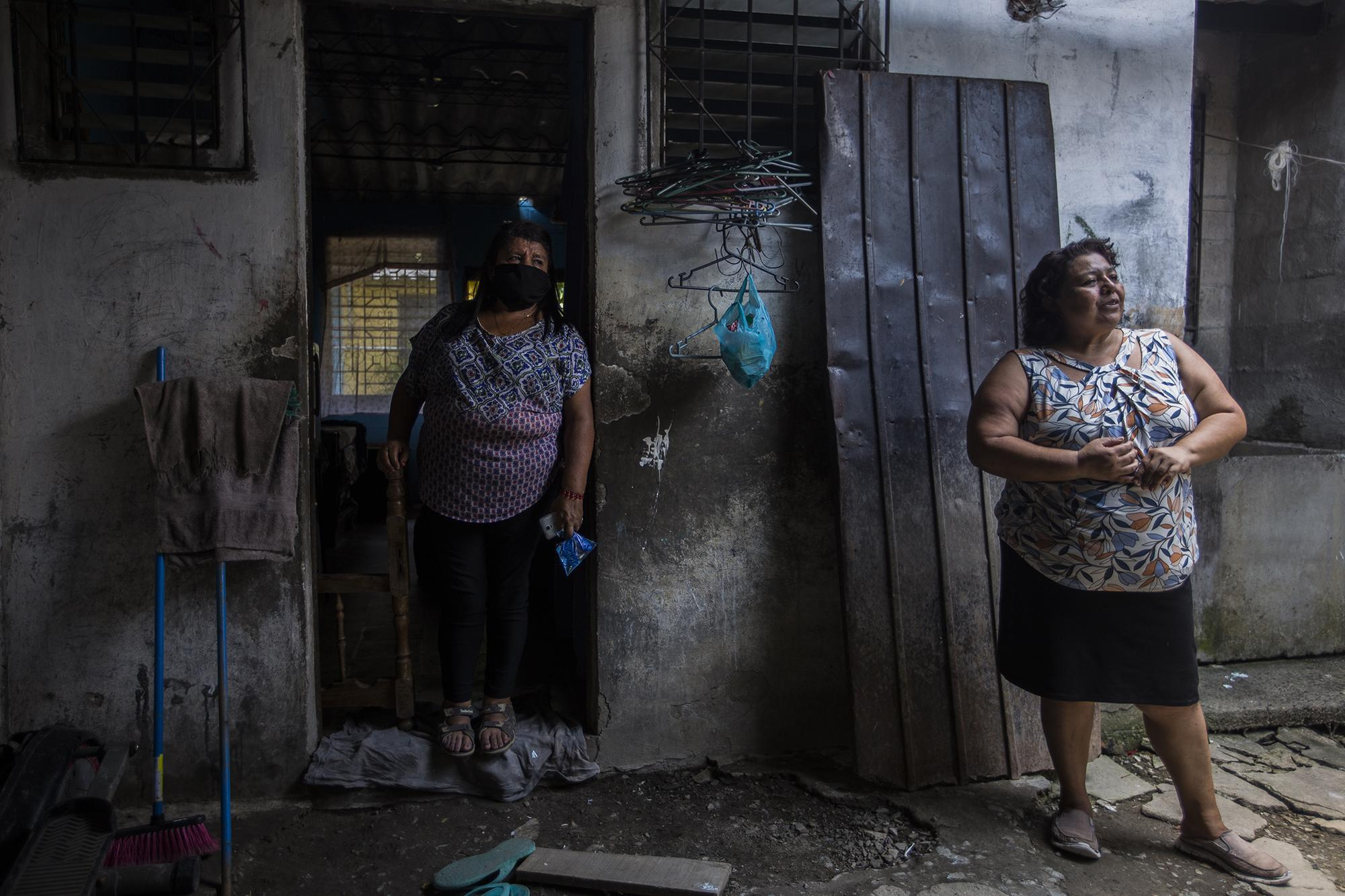 Daysi Quintanilla and Aracely Coto, two domestic workers that have lost their jobs due to the pandemic, belong to the Guild for Women Domestic Workers. Photo by: Victor Peña.