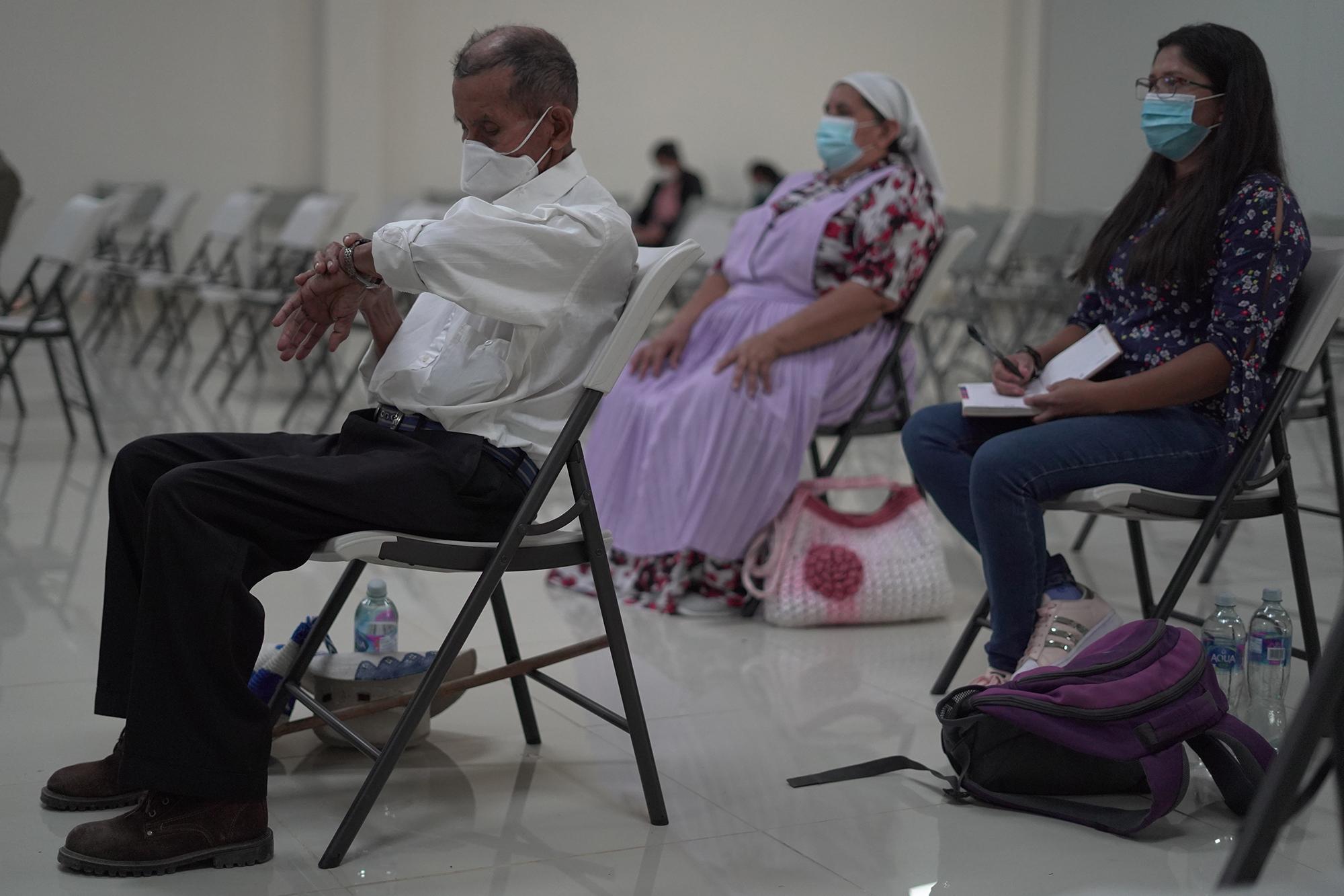 Hilario Sánchez es víctima de la masacre del 11 de diciembre de 1981. Sánchez asistió a la audiencia para escuchar la declaración de Terry Karl durante el último día de su participación. Foto de El Faro: Víctor Peña.