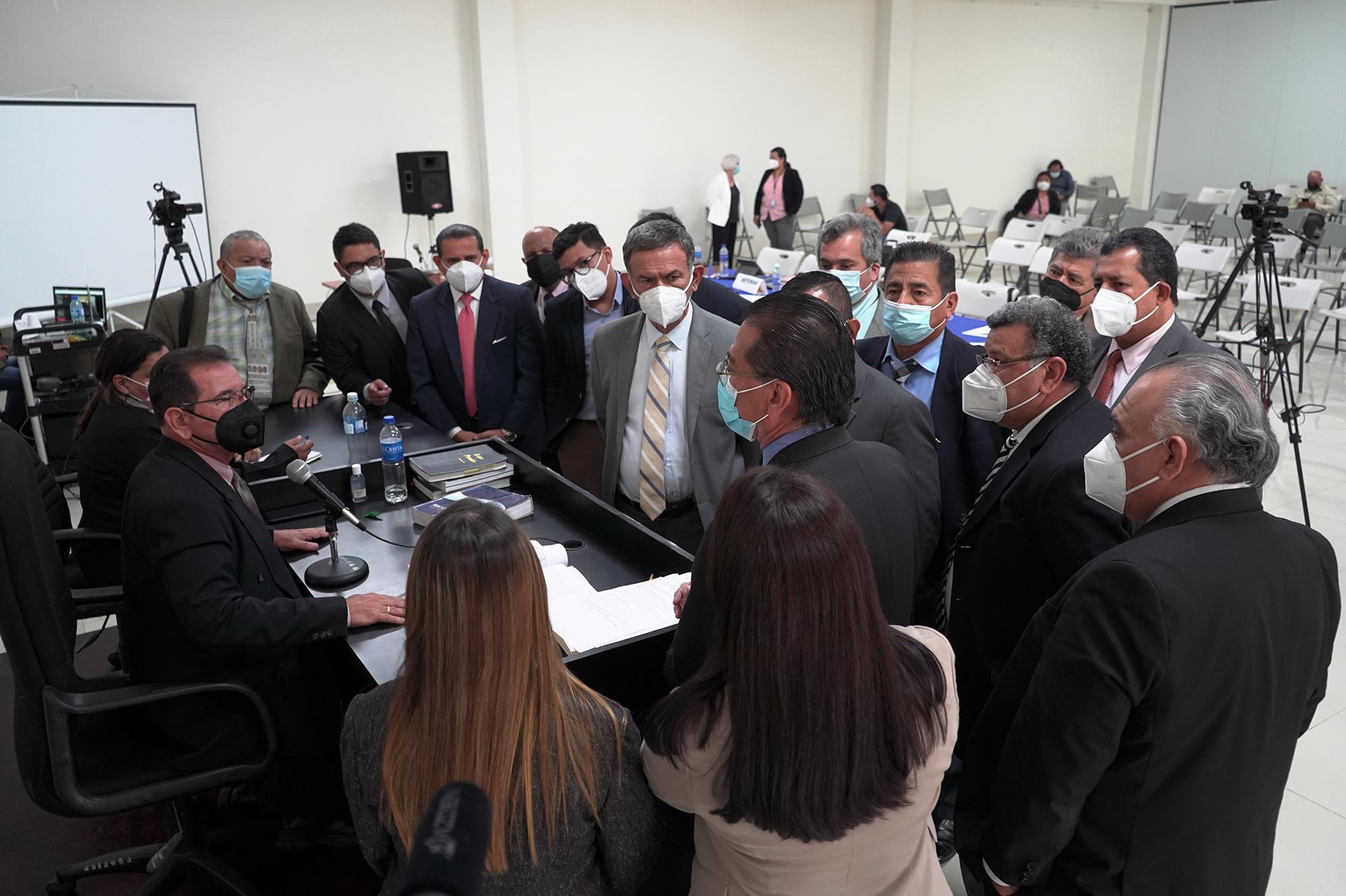Las partes técnicas sobre el caso El Mozote, discuten durante el tercer día de audiencias. En un solo día, las partes realizaron el interrogatorio a la experta estadounidense, Terry karl. Foto de El Faro: Víctor Peña.