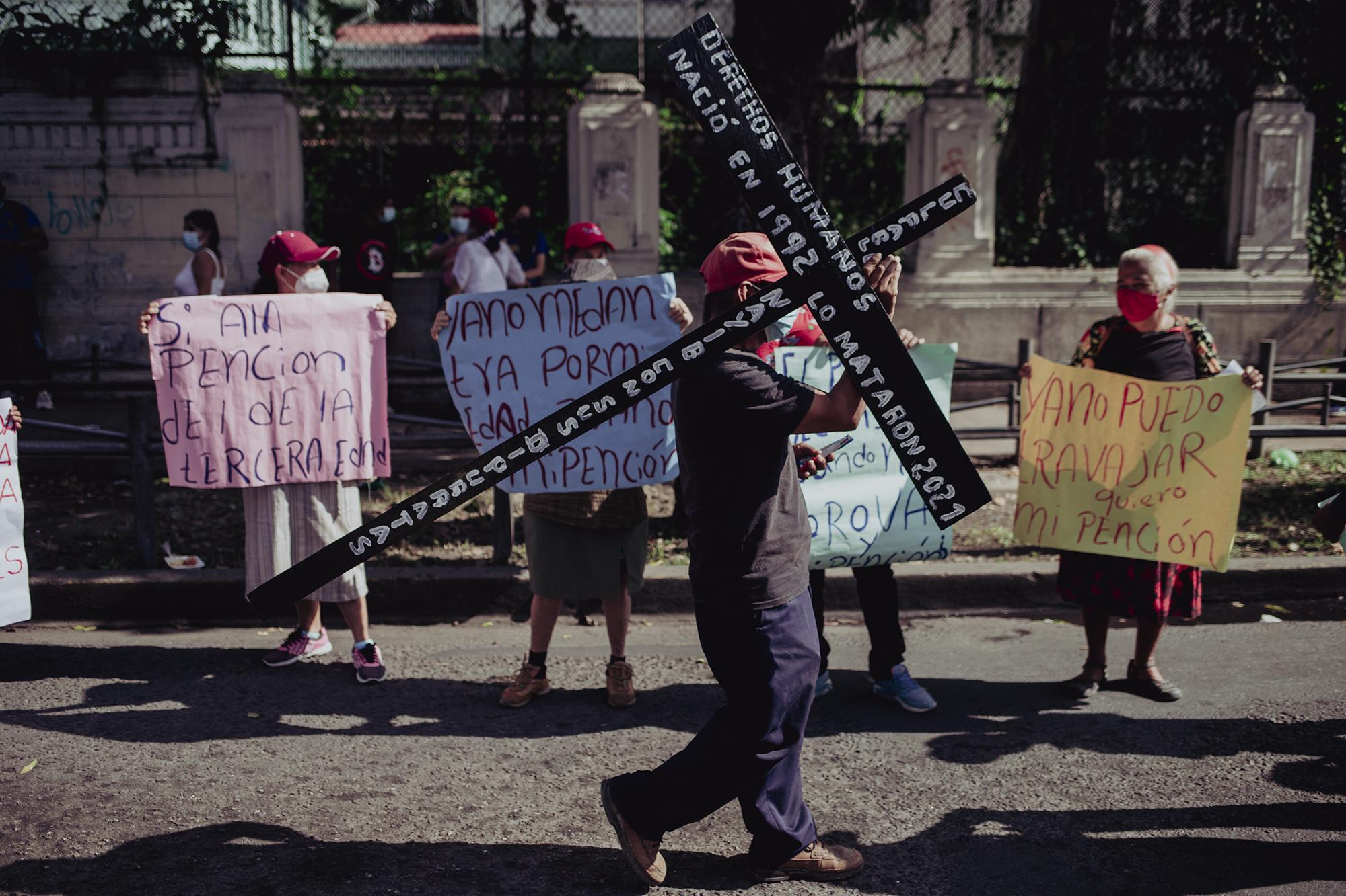 Juan Soledad cargó una cruz con una inscripción que decía: