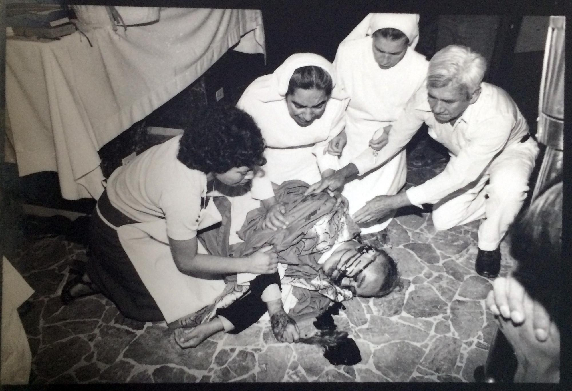 Photograph of the assassination of Monseñor Romero, March 24, 1980, in the chapel of Divine Providence, San Salvador.  From the archive of photographer Eulalio Pérez.
