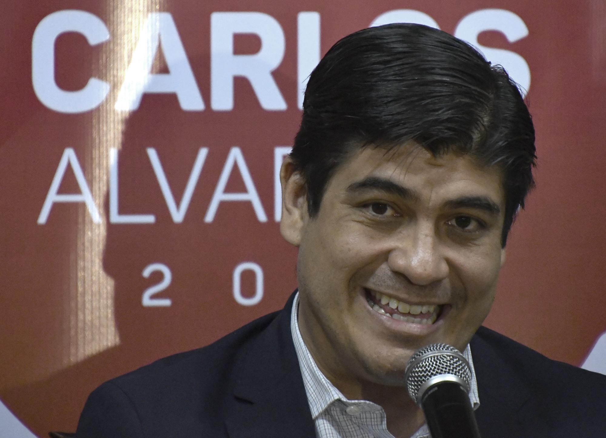 Carlos Alvarado, candidato oficialista a la presidencia de Costa Rica, con el gobernante Acción Ciudadana (PAC), durante una conferencia de prensa este 5 de febrero, en San José.Foto: AFP/ Ezequiel Becerra