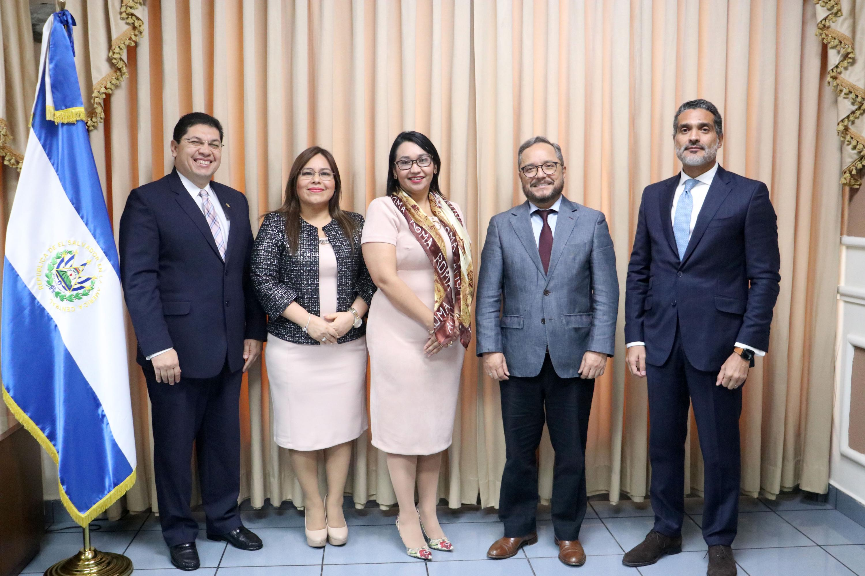 At a meeting in March, 2020, Gutiérrez and Ochaeta discussed joint training and development projects with magistrates from the Court of Accounts. Photo courtesy CCR.