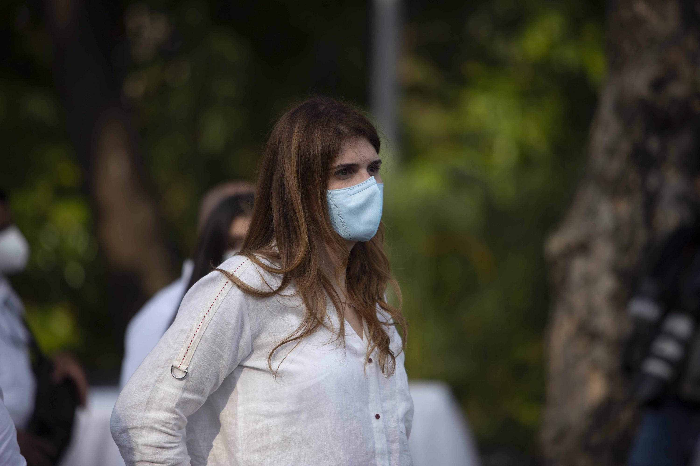 Sarah Hanna estuvo enla Unidad de Salud Atlacatl durante el inicio de la campaña de vacunación contra el Covid-19. Foto de El Faro: Carlos Barrera.