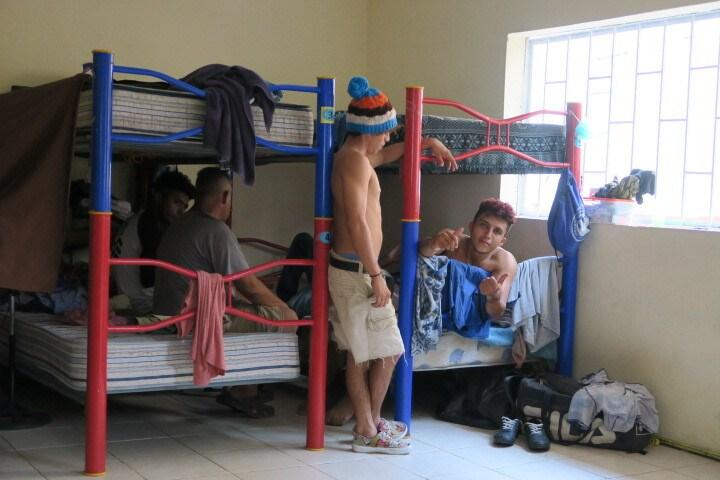 Caption: Living quarters inside the shelter Jesús el Buen Pastor in Tapachula, Mexico. Photo: Ángeles Mariscal