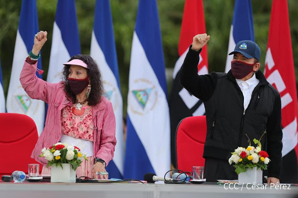 President Daniel Ortega and vice president, Rosario Murillo, participated in the anniversary commemoration of the triumph of the Sandinista Revolution, wearing face masks. Photo: Taken from 19Digital