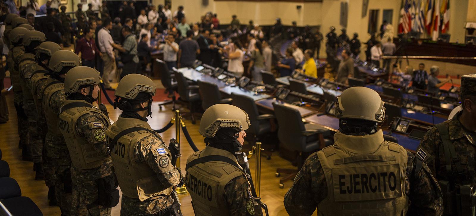 Confrontación de Bukele con diputados y Sala Constitucional llama la atención ciudadana