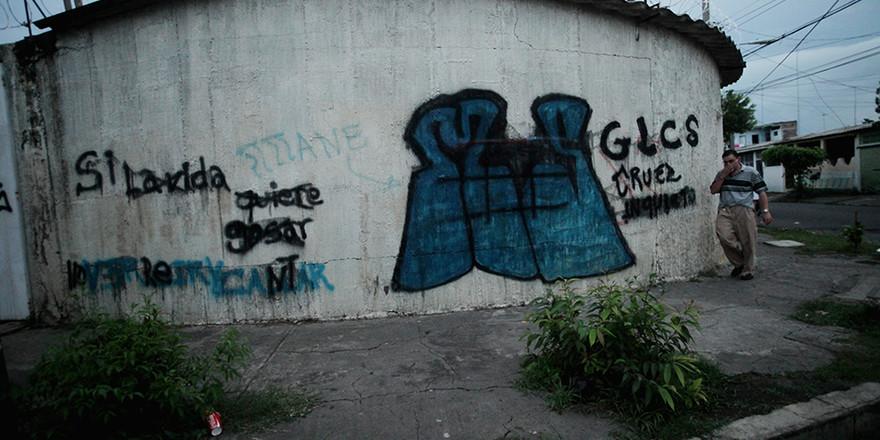 Los salvadoreños cruzan fronteras de guerra a diario - ElFaro.net